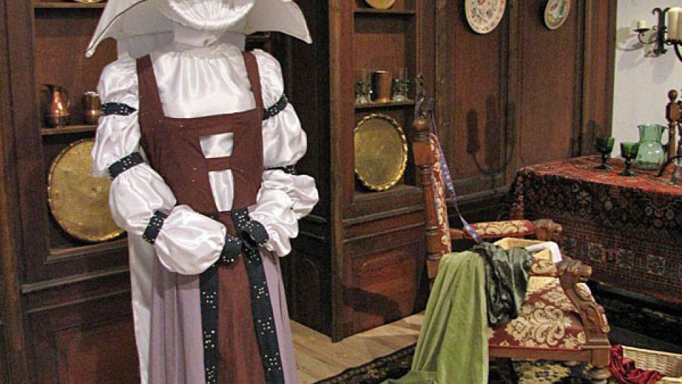 Plesové šaty zlé macechy