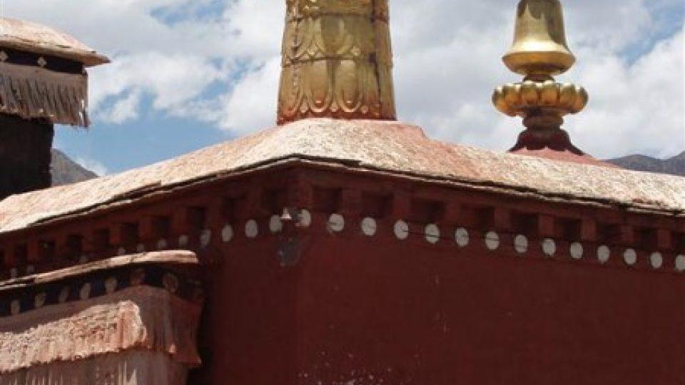 Tibetští budhističtí mniši v klášteře Mindroling