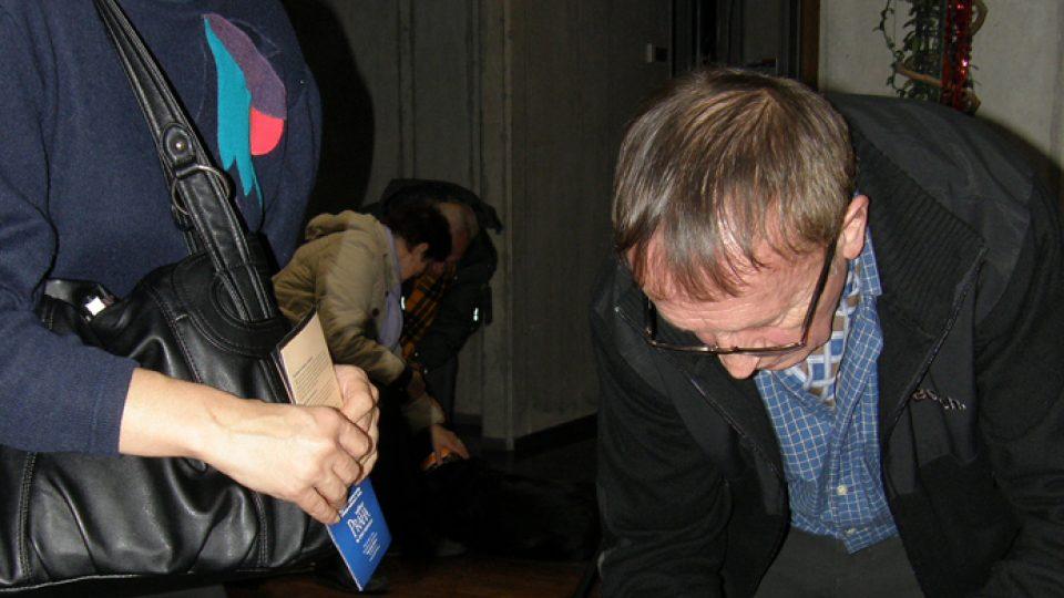 Po vysílání rozdával Ivan Kraus autogramy