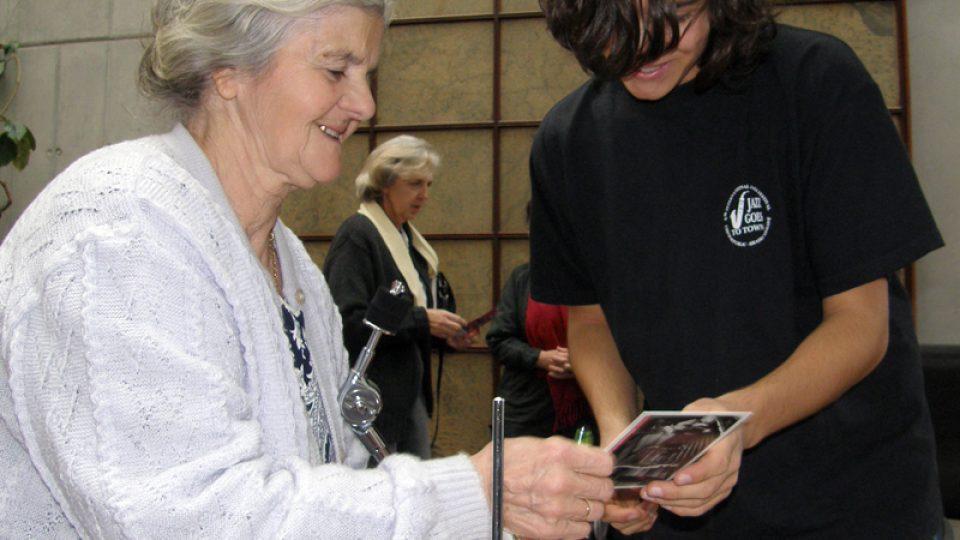 Filip Zangi rozdával ochotně autogramy
