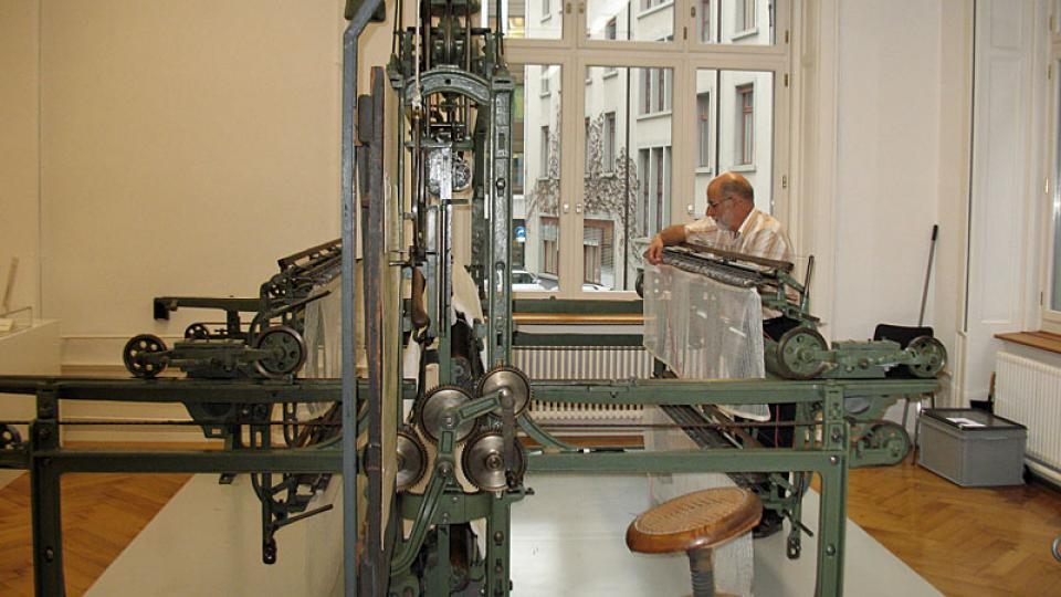 Tkalcovský stroj v Muzeu textilu