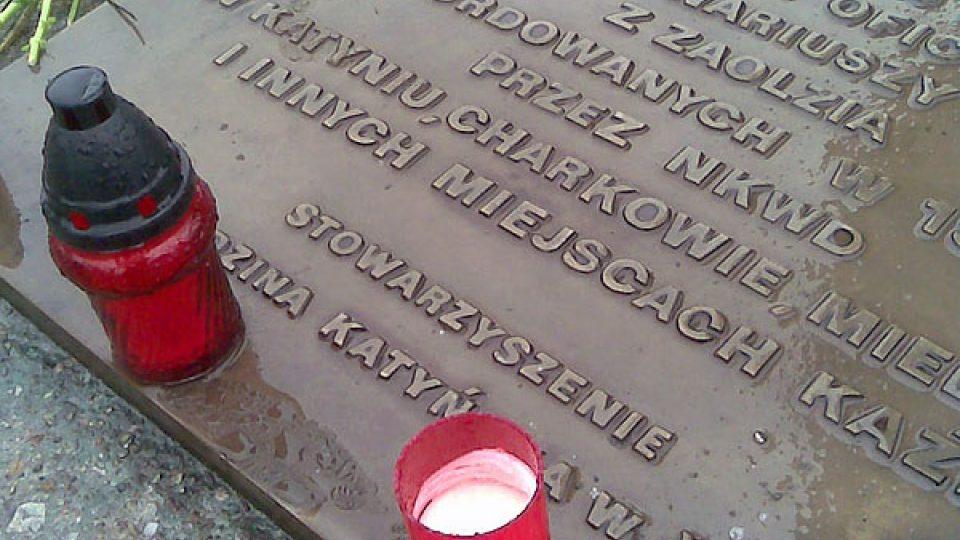 Pietní deska památníku