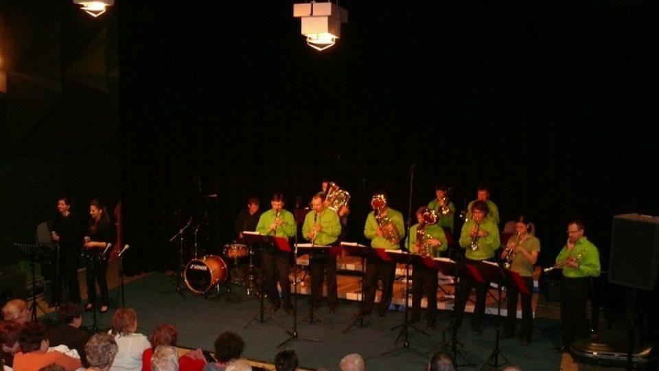Vystoupení dechové kapely Libkovanka v zaplněném Studiovém sále