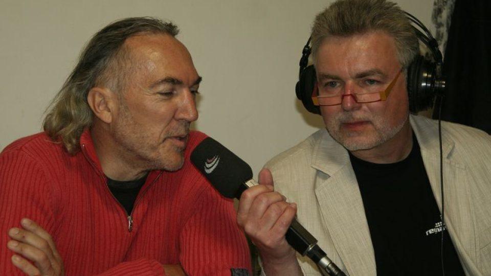 Zdeňek Vrba při rozhovoru s Pavlem Smetákem