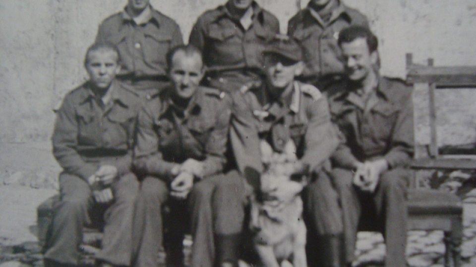Bedřich Utitz (v pravém rohu) ve vězení v Dunkerque