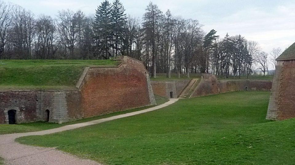 Opevnění Josefovské pevnosti