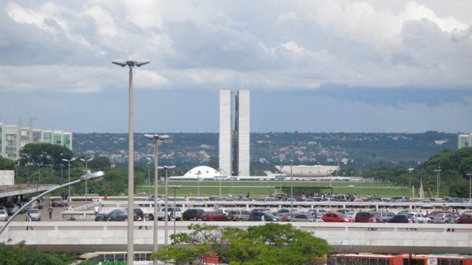 Pohled na trup letadla od televizní věže