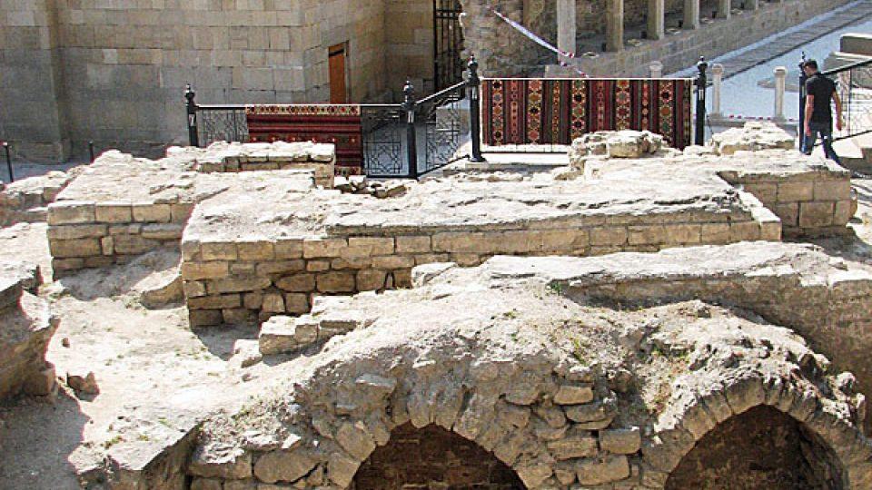 Dávné památky v centru Baku
