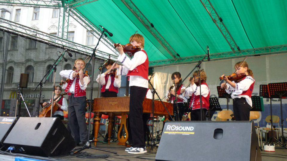 Mozartovy děti: cimbálka ze ZUŠ Smetanova
