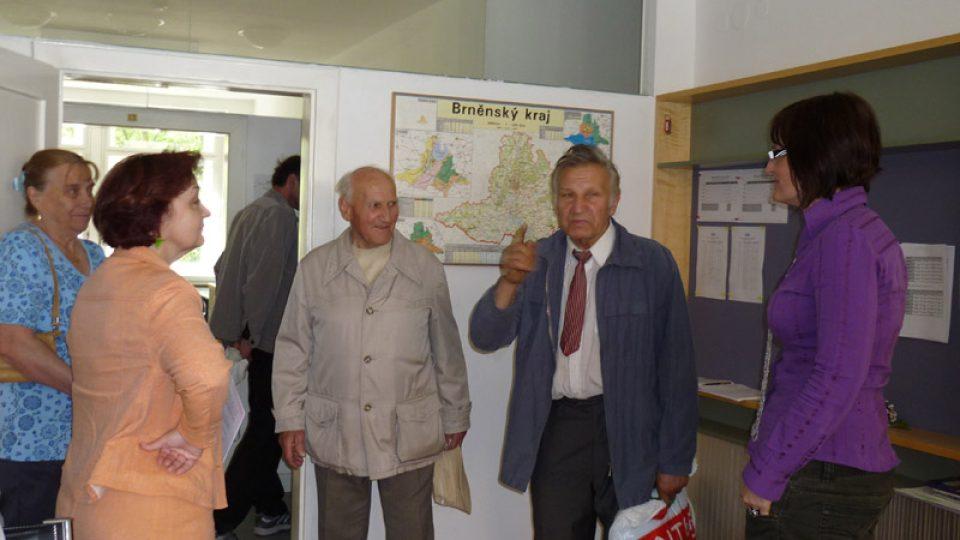Vedoucí Produkčního centra Irena Halová a šéfredaktorka Hana Ondryášová  diskutují s návštěvníky