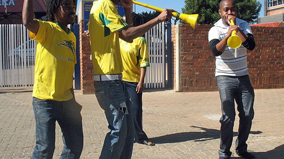 Vuvuzely v rukách jihoafrických fanoušků