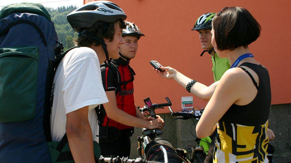 Cyklisti, kteří přijeli na karlovarský festival až z Brna