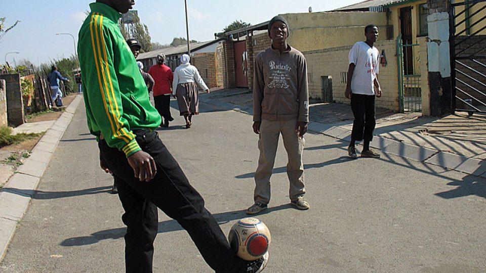 Fotbal se hraje v každé ulici Soweta