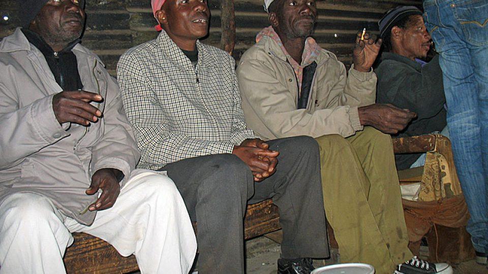 V hospodě v Sowetu