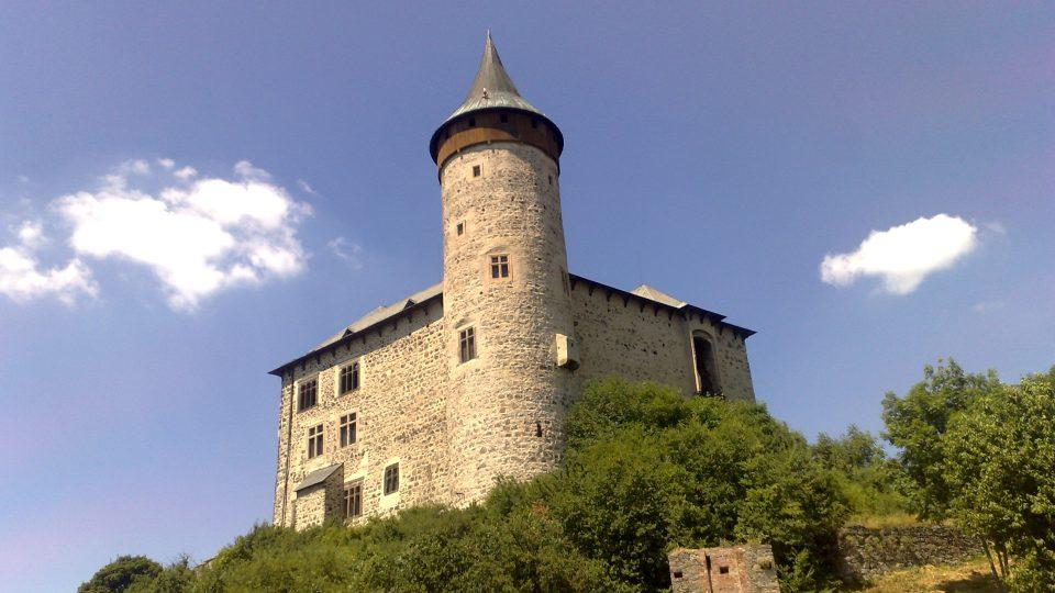 Dnešní podoba hradu Kunětická hora, který založil v 15. století Diviš Bořek z Miletínka