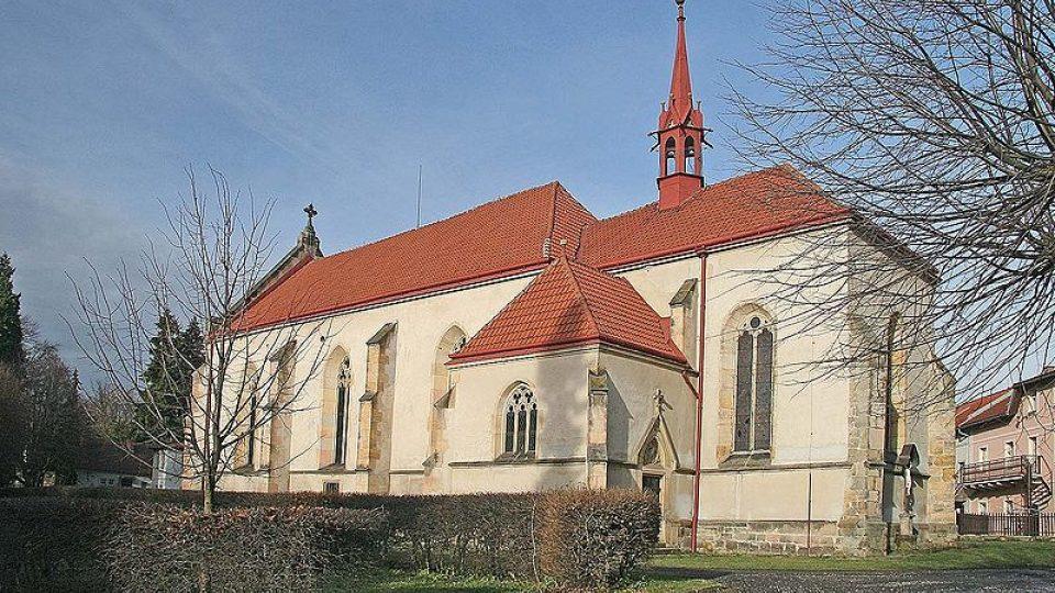 Kostel Nanebevzetí Panny Marie v Miletíně, který stojí na místě původního hradu. Zde se narodil Bořek z Miletínka.