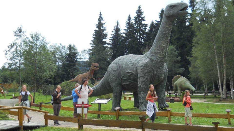Největší model dinosaura - dlouhý 15 metrů.jpg