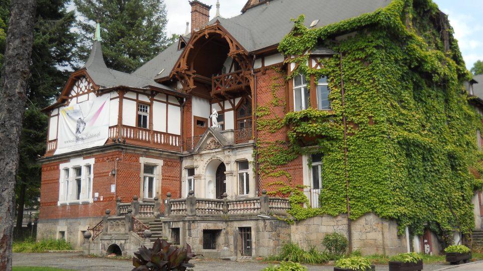 Vila v alpském stilu Kudowa Zdrój.jpg
