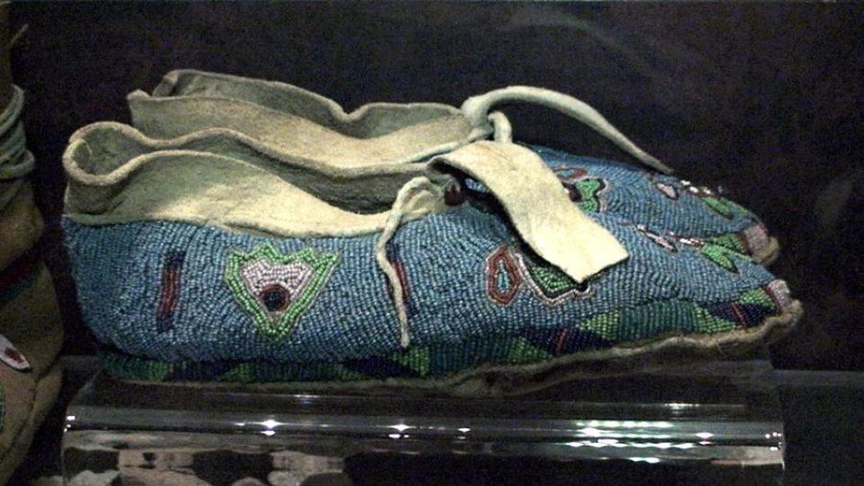 Exponát z výstavy indiánské obuvi