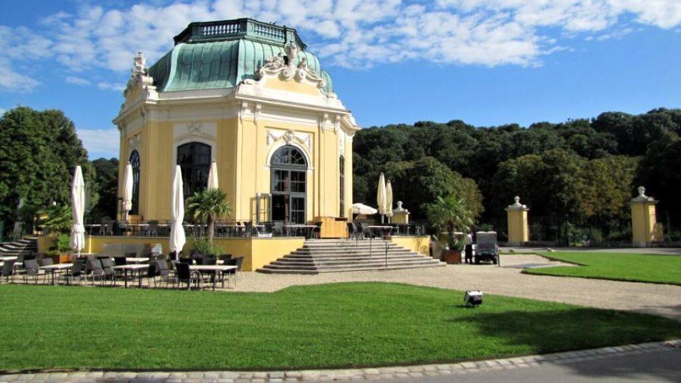 Snídaňový pavilon v zámeckém parku u Schönbrunnu