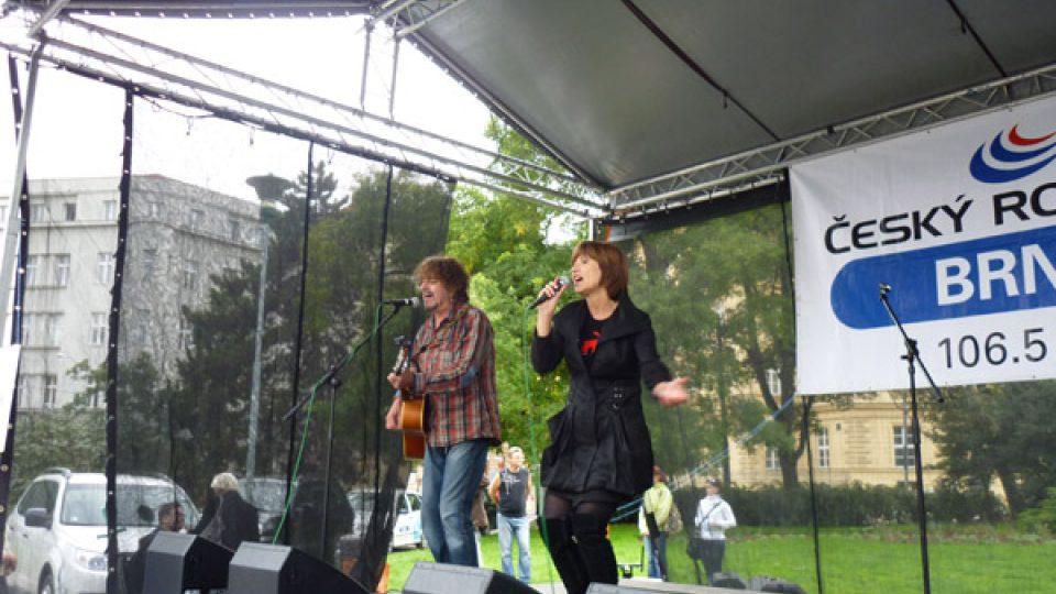 Petru Černockou na kytaru doprovodil její manžel Jiří Pracný.