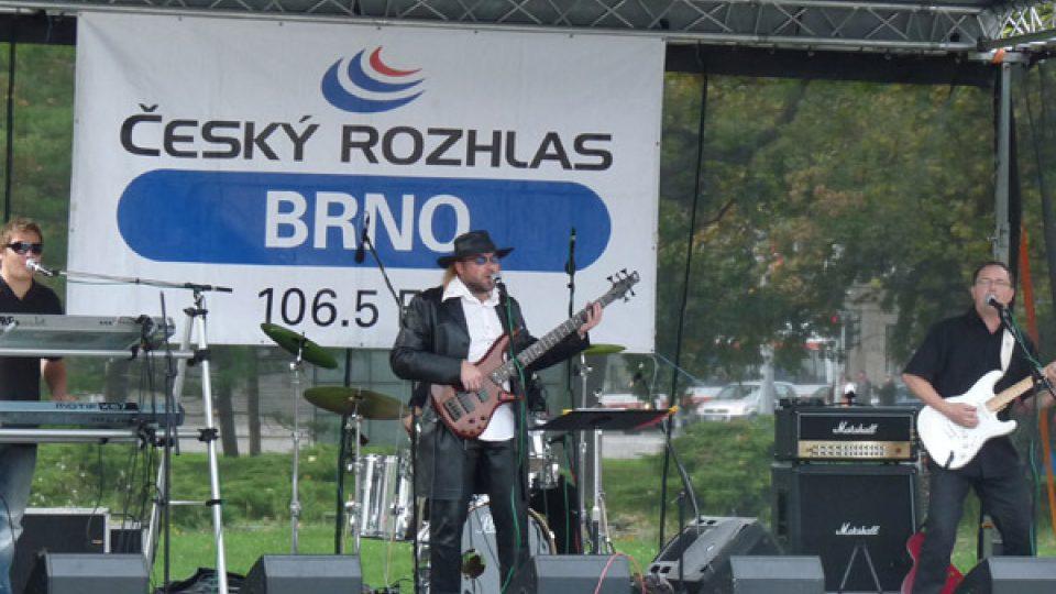 Koncert zahájila skupina Rosomák Olympic revival z Blanska