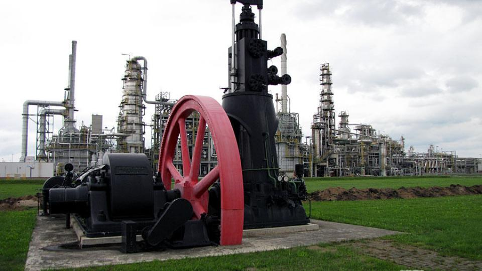 Historický stroj v chemickém komplexu