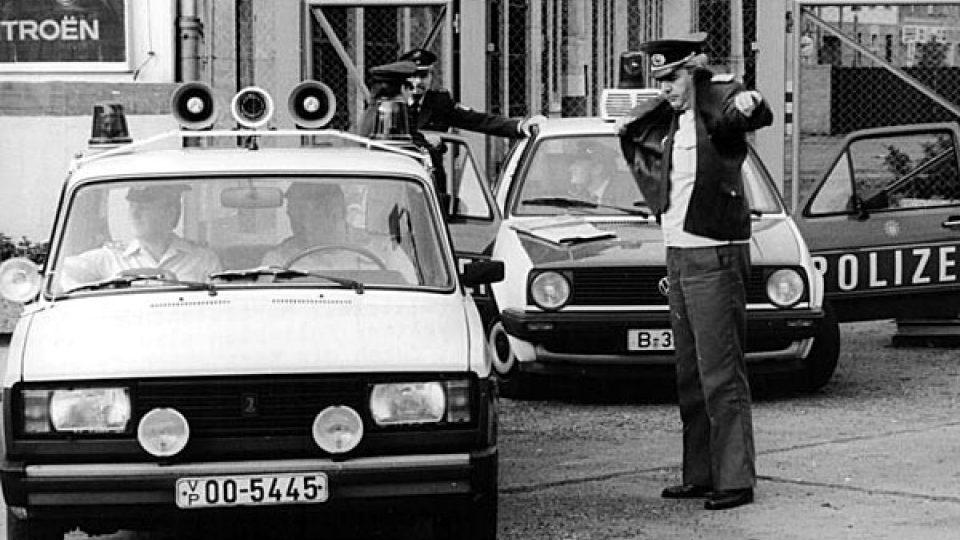 Německé policejní vozy Lada a VW Golf