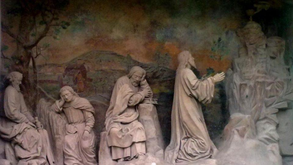 Sousoší s Kristem modlícím se v Getsemane a spícími apoštoly v klášteře Porta coeli