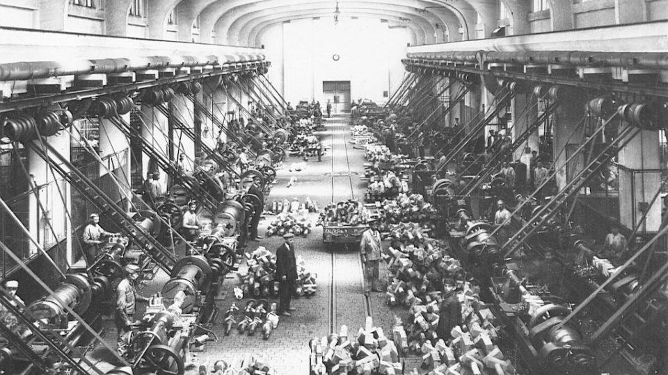 Poldina huť, výroba obrobných hřídelí, rok 1930