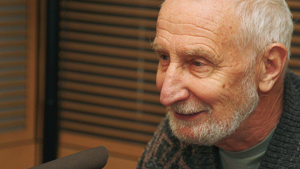 Václav Větvička u mikrofonu Českého rozhlasu