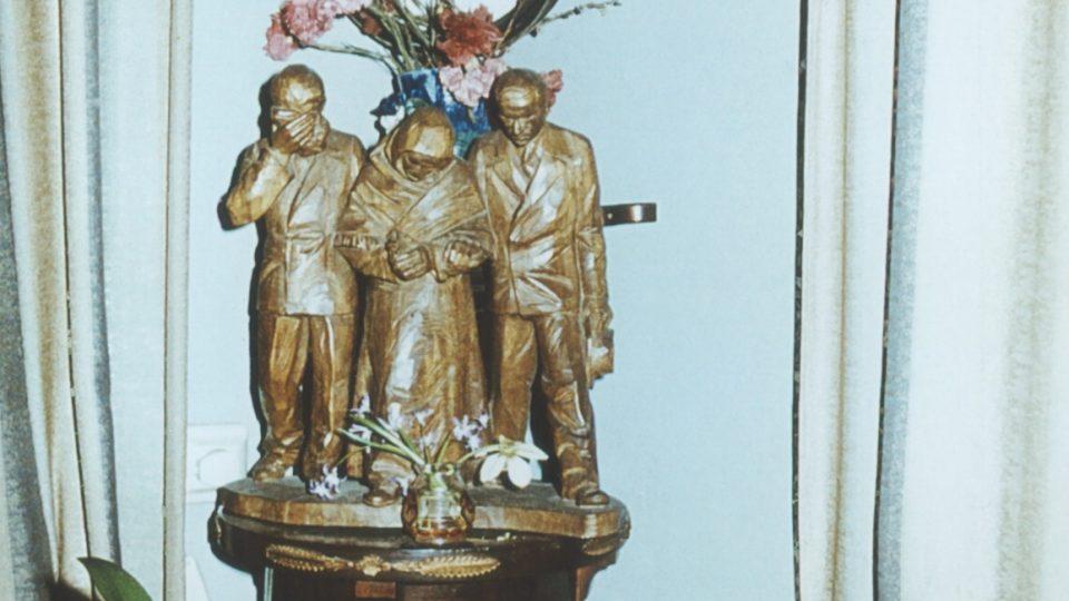 9. Eliášova vila: soška, za kterou byla schovaná urna s popelem gen. Eliáše
