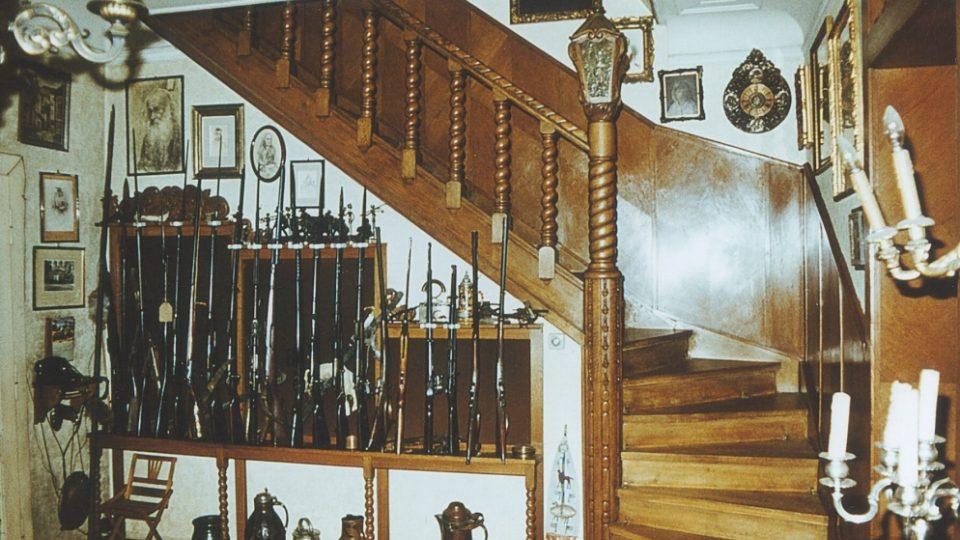 13. Eliášova vila: schodiště v přízemí