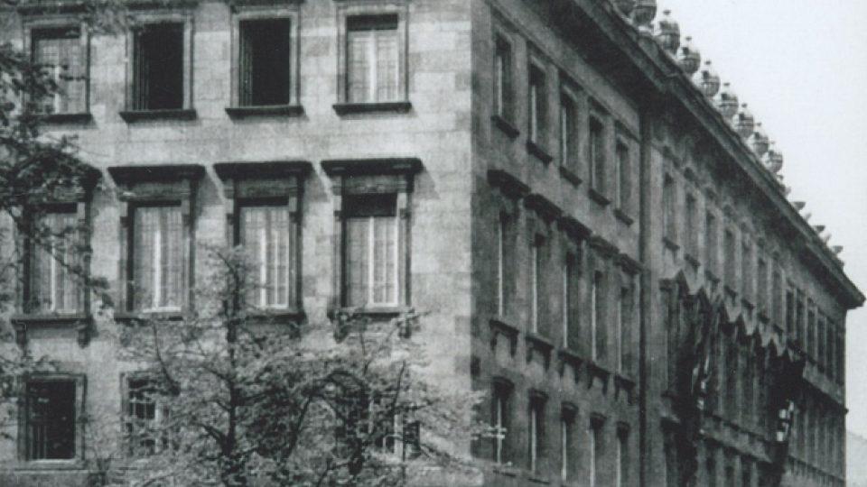 40. Petschkův palác, zaválky sídlo gestapa, kde byl gen. Eliáš vyslýchán a souzen