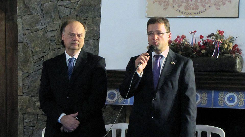 Velvyslanec v Brazílii I. Jančárek (vpravo) a prezident Česko-brazilské kulturní unie J. Hlavnička