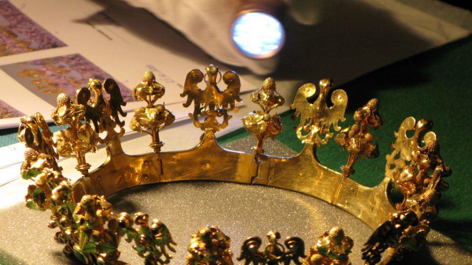 OK Z příprav výstavy Královský sňatek; Eliška Přemyslovna a Jan Lucemburský 1310; v Domě u Kamenného zvonu na Staroměstském náměstí v Praze