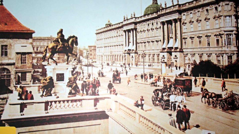 Berlínský zámek býval sídlem pruských králů a německých císařů, dnes se diskutuje o jeho znovuvystavění