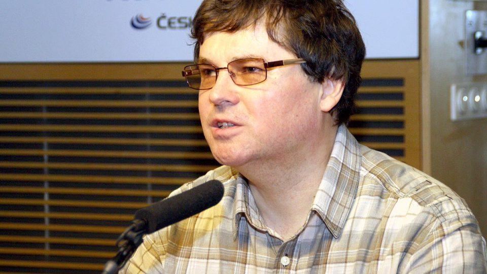 Ředitel občanského sdružení Okamžik Martin Michálek ve vysílání popsal některé pro nevidomé nepříjemné situace