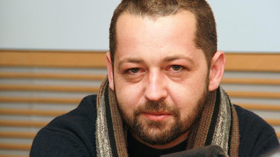 Novináře Adama Drdu posluchači znají díky pořadu Příběhy 20. století