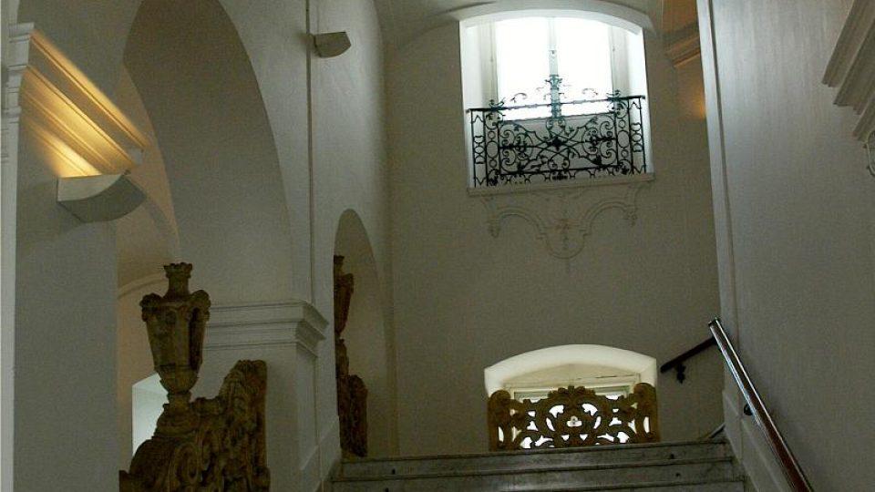 Po těchto schodech Místodržitelského paláce kráčela nejedna významná noha, francouzského císaře Napoleona nevyjímaje