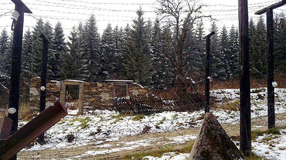 Ruiny bývalé obce Bučina zaniklé v roce 1956