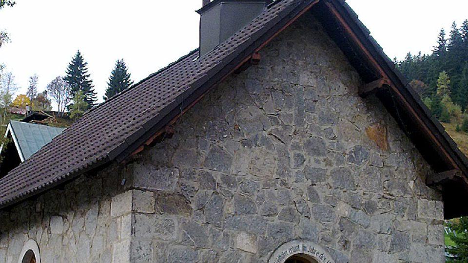 Kaple v Peci pod Sněžkou, o kterou pečuje poštmistrová Jaroslava Skrbková