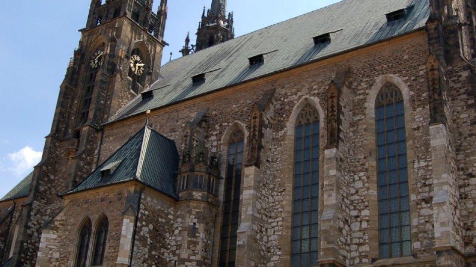 Katedrála sv. Petra a Pavla vyrostla na místě původní románské rotundy, která na Petrově stála už ve 12. století