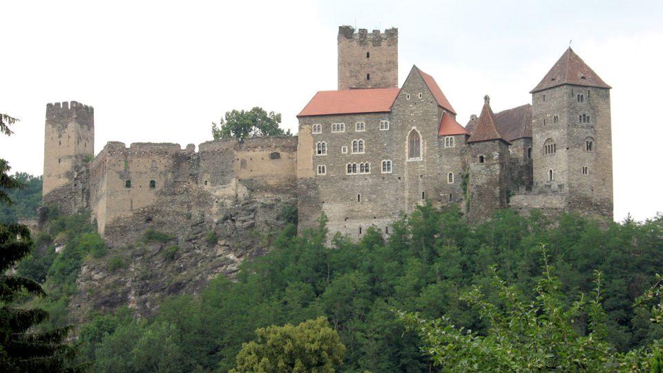 Hrad Hardegg v rakouské části národního parku Thayatal