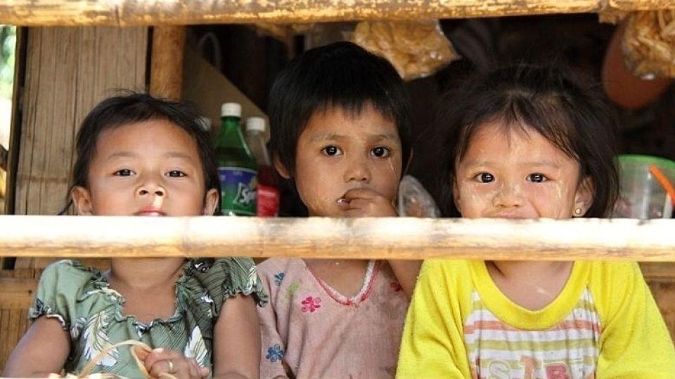 Děti si jen matně vzpomínají na příkoří, které prožili jejich rodiče v Barmě