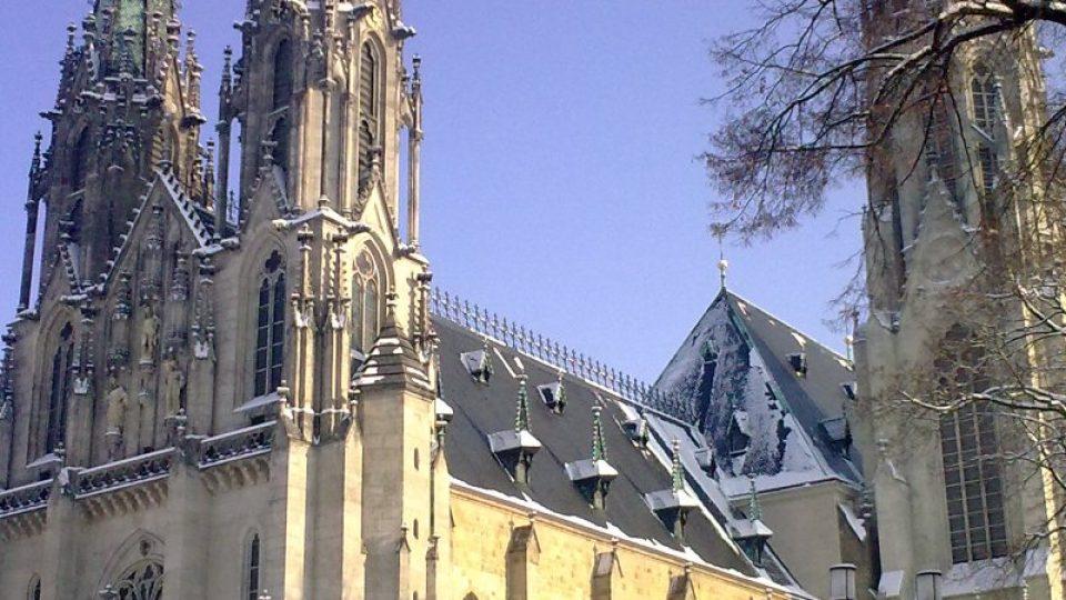Olomoucký dóm vznikl z původní románské baziliky vystavěné ve 12. století coby nové biskupské sídlo