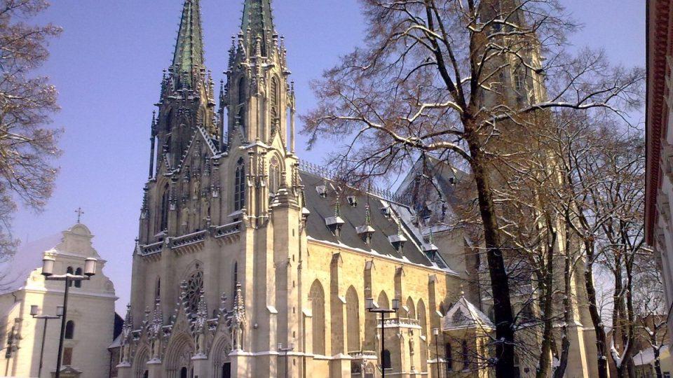 Katedrála svatého Václava v Olomouci stojí v areálu původního hradiště moravských knížat