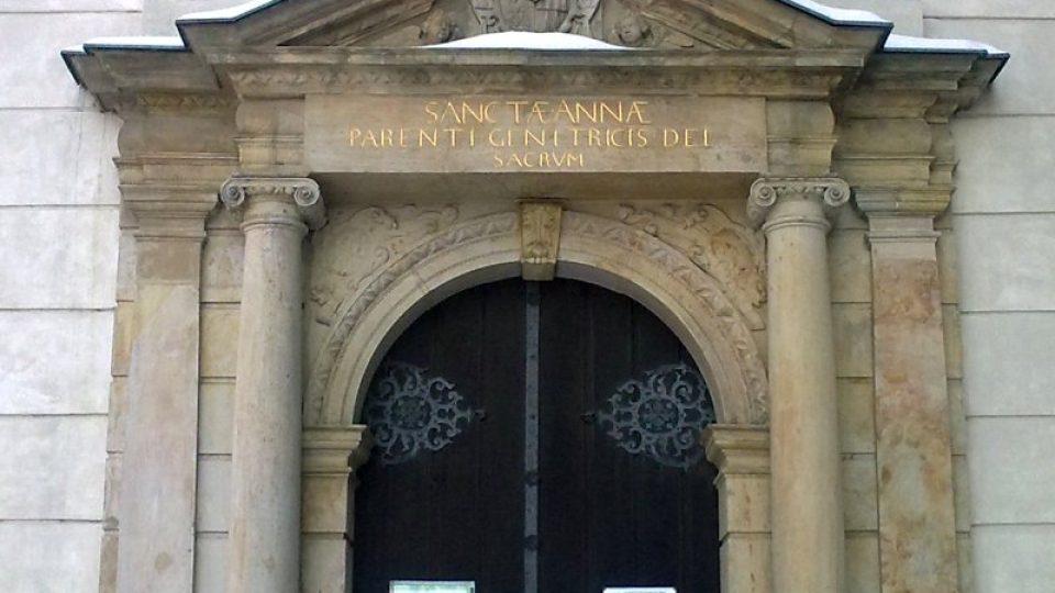 Portál kaple svaté Anny, která je spolu s celým areálem bývalého Přemyslovského hradu v Olomouci zařazena mezi národní kulturní památky