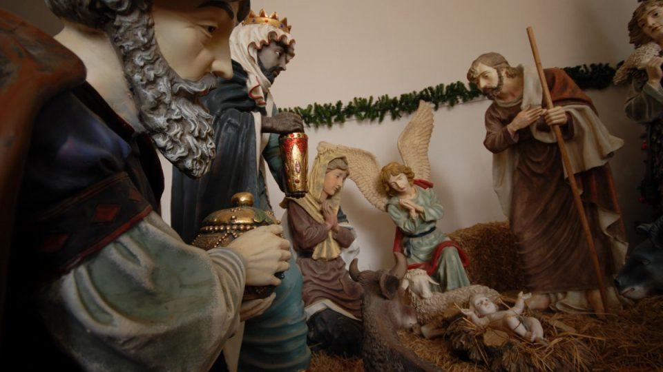 Nádherný betlém láká návštěvníky na hlavním náměstí Jesliček