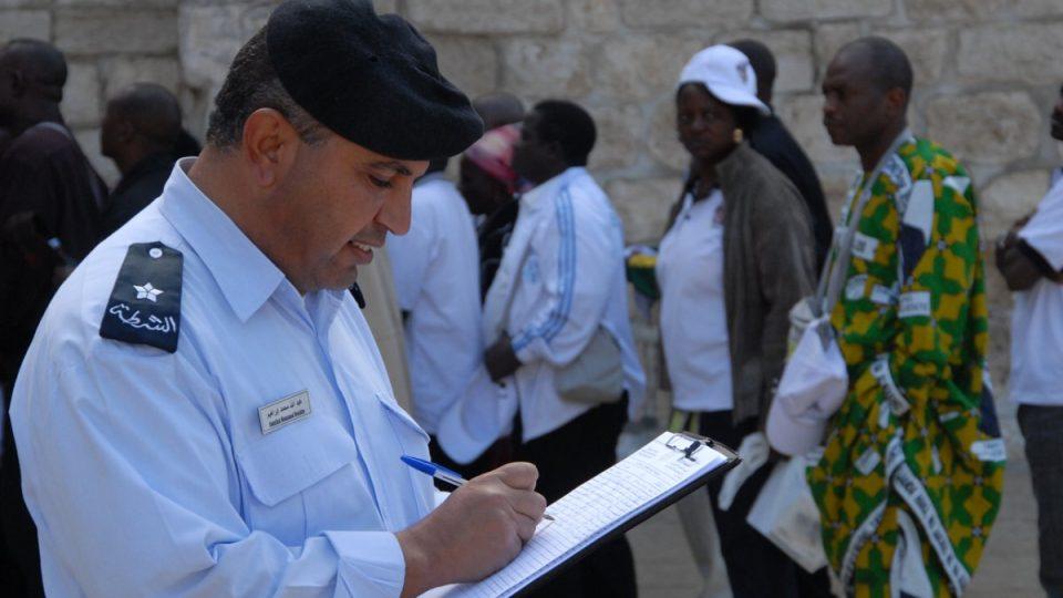 Palestinský policista sčítá kvůli statistice betlémské poutníky